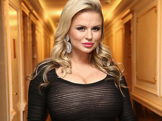 Анна Семенович требует от порносайта компенсацию в 50 миллионов рублей