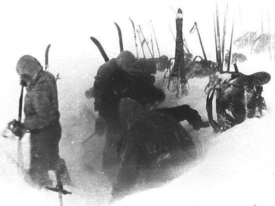 Следователи, едущие к перевалу Дятлова за трупом, столкнулись с аномалией