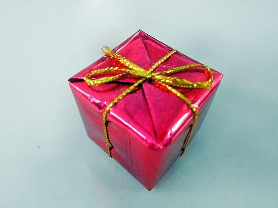 Чиновникам запретили дарить подарки даже на дни рождения
