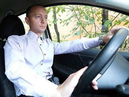 С пятницы россиян начали лишать водительских прав за долги