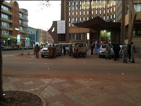 Террористы «Аль-Каиды» захватили отель в Буркина-Фасо: найдены тела 10 погибших