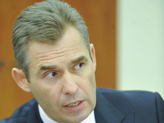 Астахов потребовал запретить смартфоны в школах