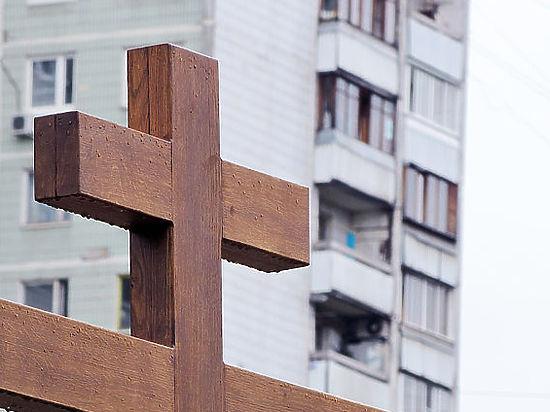 Православные просят мэра возобновить строительство скандального храма на Торфянке