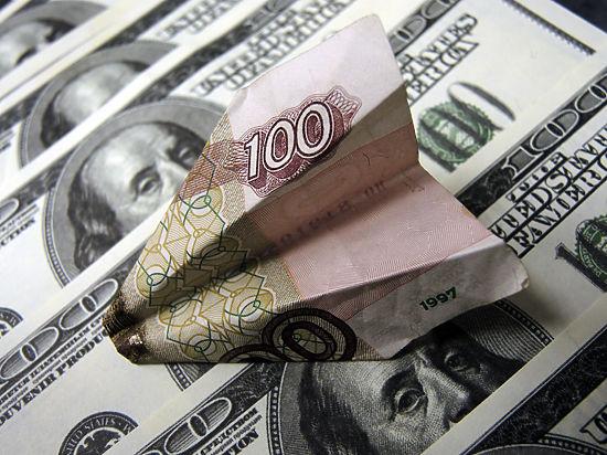 Доллар и евро побили прошлогодний рекорд на торгах в понедельник
