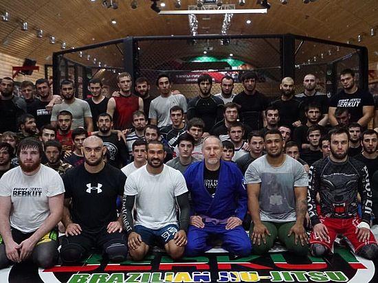 Основатель ACB Майрбек Хасиев хочет запретить бойцам