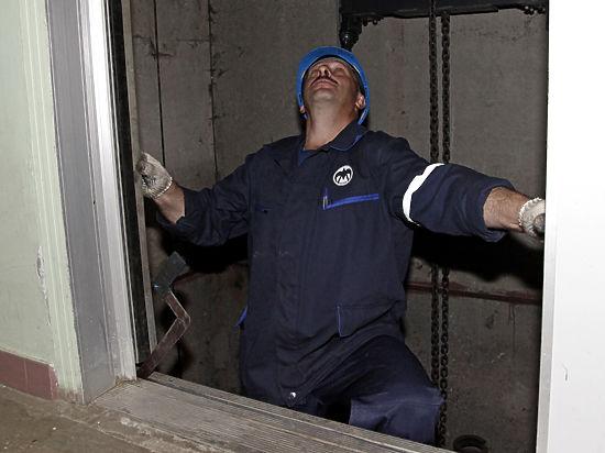 Минстрой обещает, что лифты перестанут падать