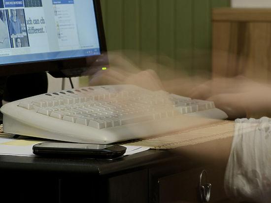 Общественная палата потребовала увольнять за разговоры в соцсетях на работе