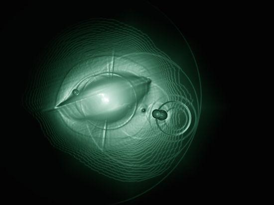 На Луне уфолог разглядел строения инопланетян