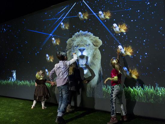У Зверева танцуют звери: в музее устроили дискотеку