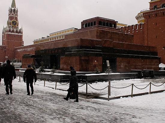 В Кремле пообещали сохранить Ленина в Мавзолее вопреки критике Путина