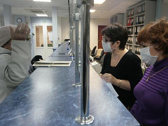 В московских аптеках скупили маски и лекарства