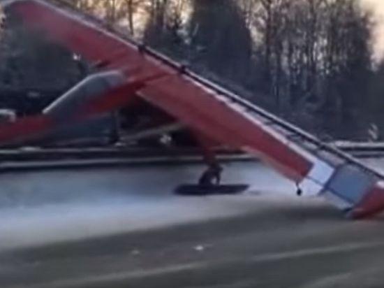 Опубликовано видео посадки самолета на Ярославское шоссе