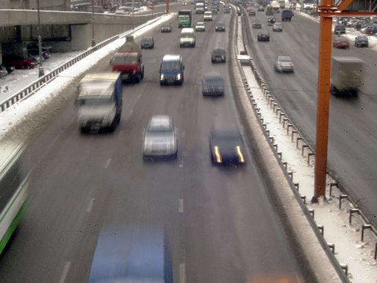 Таксист сшиб инспектора ГИБДД с эстакады ТТК в Москве