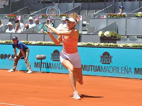 Шарапова вышла в четвертьфинал Australian Open, где сыграет с Уильямс