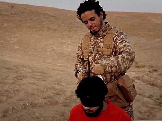 ИГИЛ пригрозило новыми терактами на видео с организаторами парижских терактов