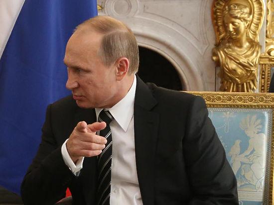 Опрос: в России сократилось число довольных работой Путина