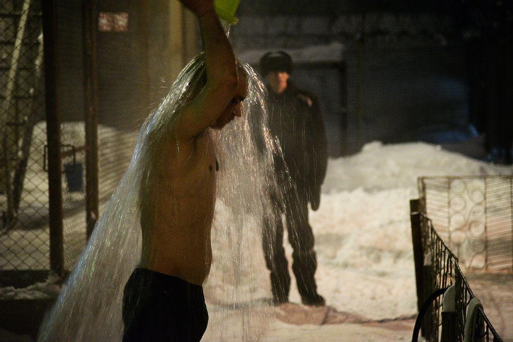 Осужденный за убийство жены-модели Дмитрий Лошагин сфотографировал крещенские купания в ИК №45