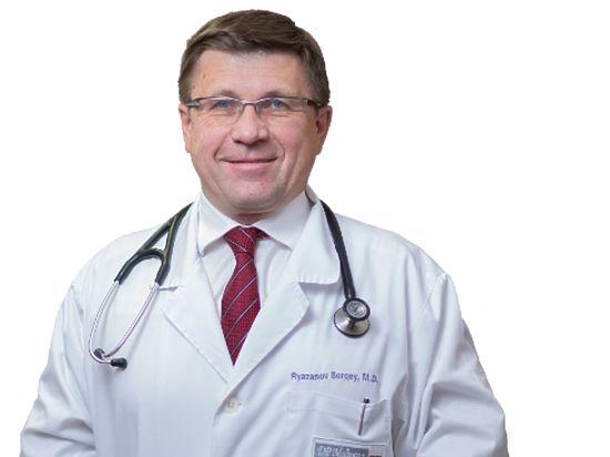 Отец москвички, выпавшей с младенцем из окна, оказался известным врачом