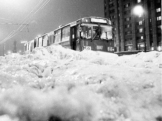 В сети появилось фото развалившегося на западе Москвы троллейбуса
