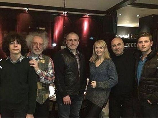 Оппозиционеры обиделись на Ходорковского за фото с Валерией