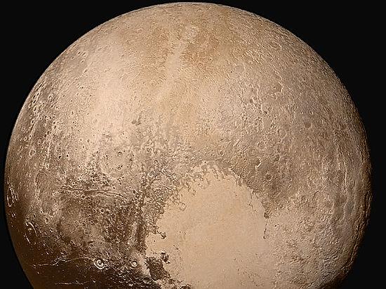 Астрономы обнаружили, что Плутон наполовину покрыт водяным льдом