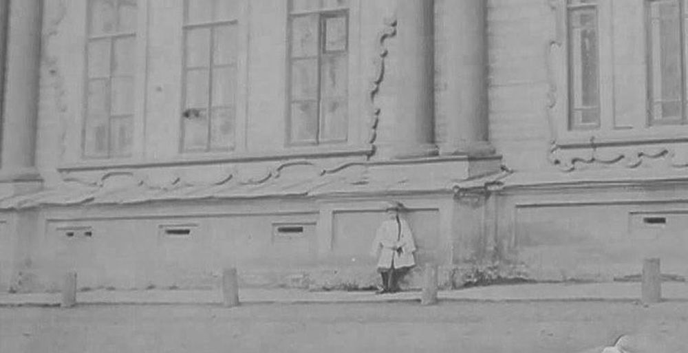 Сотрудники Красноярского краеведческого музея были немало удивлены, когда обнаружили на ряде фотографий, датированных началом XX столетия, одну и ту же девочку.