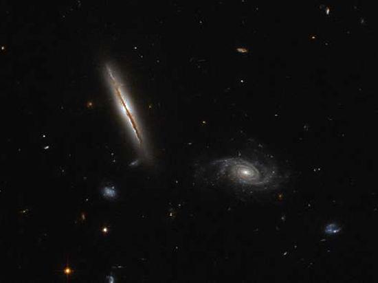 Телескоп «Хаббл» сфотографировал непослушную галактику