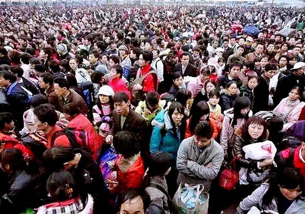 На вокзале Гуанчжоу столпились около 100 тысяч пассажиров