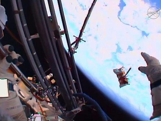 Космонавты отправили в полет флешку с поздравлениями ветеранам