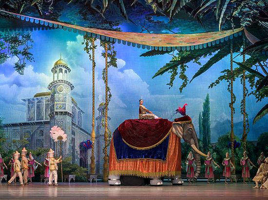 На кремлевскую сцену вывели слона
