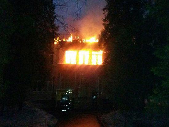 В Подмосковье сгорел музыкальный колледж, подозревают поджог