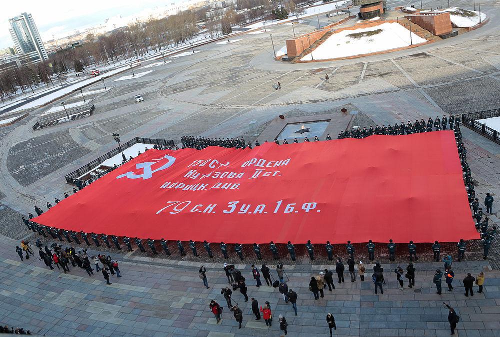 4 февраля 2016 года в Москве на Поклонной горе состоялась торжественная церемония развертывания национального символа России – самой большой копии Знамени Победы.
