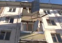 Глыба снесла балкон в подмосковном Чехове