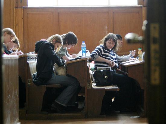 Вузы заплатят за безработных выпускников и «попадут на счетчик»