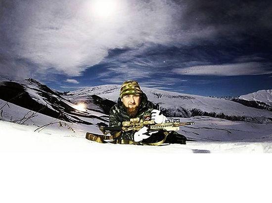 Кадыров опубликовал свою фотографию со снайперской винтовкой и угрожающей фразой