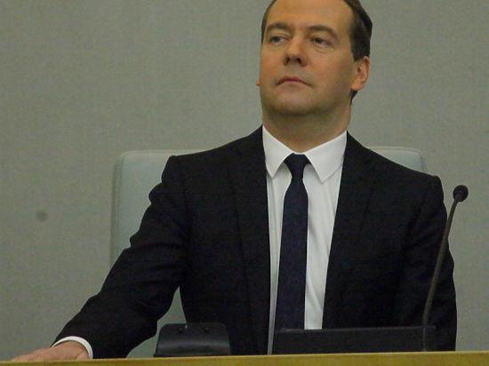 Медведев освободил водителей от предоставления медсправки при обмене прав