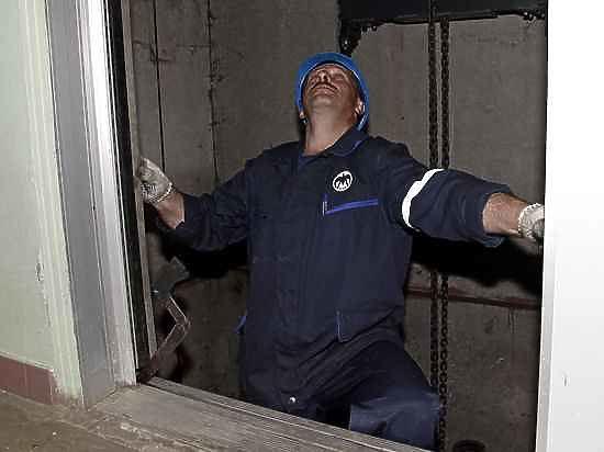 Лифты обслуживать каждый может?