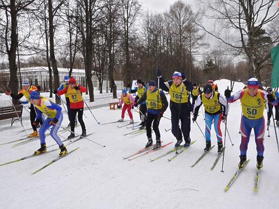На соревнованиях памяти Чапаева всех поразила 14-летняя лыжница