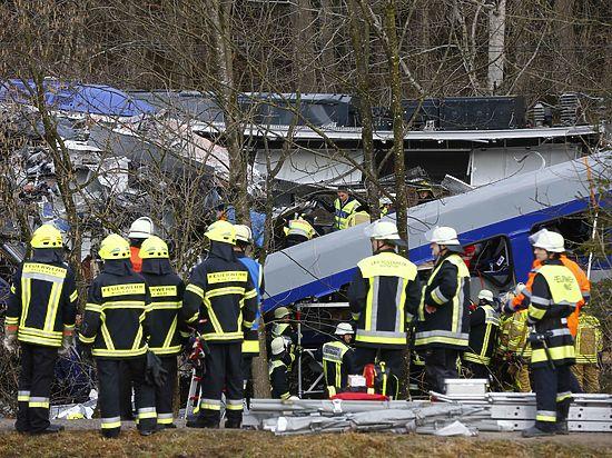 Полиция Германии отрицает теракт: жертвами столкновения поездов стали восемь человек