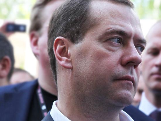 Дмитрия Медведева попросили уйти