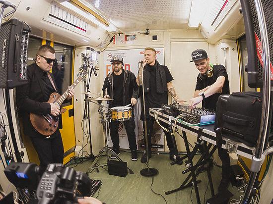 Секс в переполненном вагоне метро поздно ночью фото 662-671