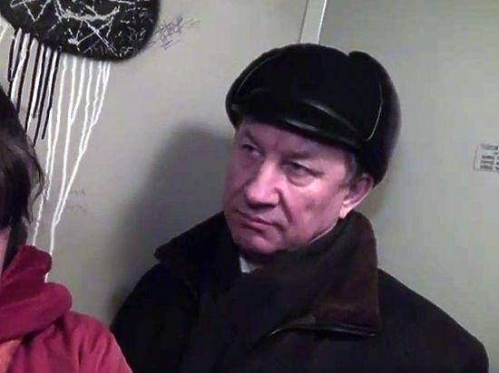 Депутат Госдумы снял видео, как застрял в лифте с коллегой