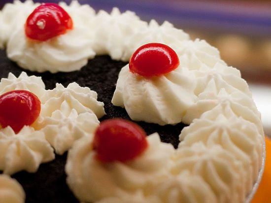 После случая с Касьяновым кидаться тортами стало модно
