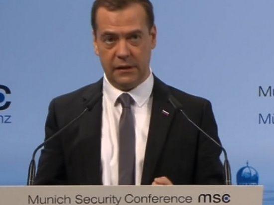 Медведев в Мюнхене о Сирии: не нужно пугать наземной операцией