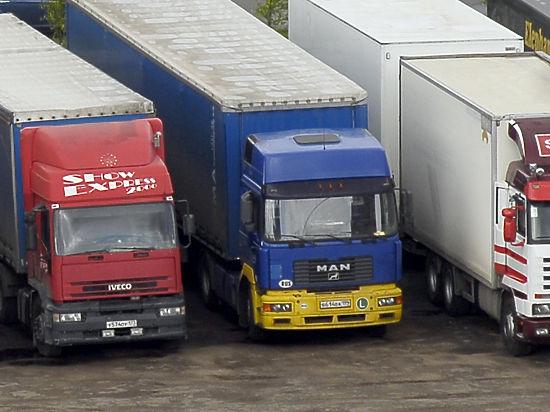 Яценюк запретил транзит российских фур через Украину и пожаловался ЕС