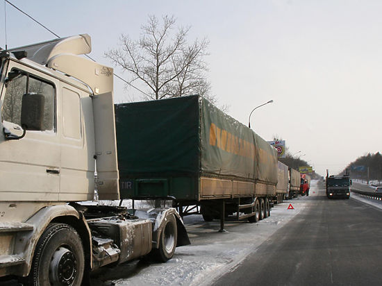 Минтранс полностью перекрыл движение украинских грузовиков в России
