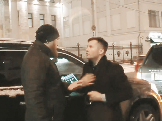 «СтопХам» и Немов: провокаторов с наклейками поощряет государство