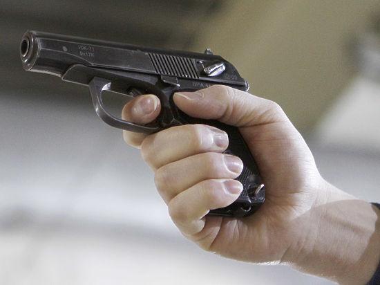 Московский гаишник в подъезде открыл стрельбу по шумным подросткам
