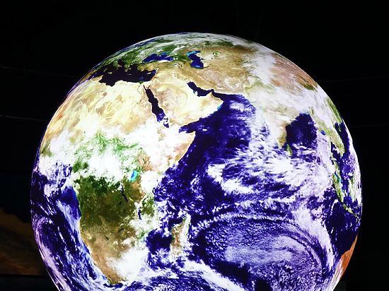 Астрофизик рассказал, что будет, если Земля упадет в черную дыру