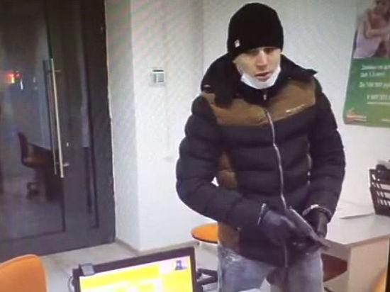При ограблении кредитной конторы преступник забыл надеть маску